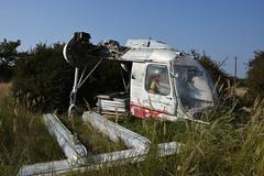 Helikopter Kamow Ka-26 mit einer Ladung Fensterrahmen, bei Luftwaffenbasis der Sowjetarmee /  -26,   , https://en.wikipedia.org/wiki/Kamov_Ka-26 (photosucher) Tags: hubschrauber helicopter helikopter luftwaffe gsvg gssd sowjetarmee flugplatz