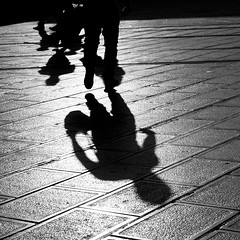 ombres et silhouettes /shadows and silhouettes (JonathanStutz) Tags: silhouette shape shadow ombre homme contrejour soir backlight