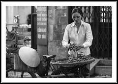 SHF_3243 (Tuan Ru) Tags: 1dmarkiii 14mm 100mm 135mm 1d 1dx 2016 2470mm 50mm 70200mm canon canon1d canoneos1dmarkiii canoneos1dx chndung portrait bw black blackandwhite trng white entrng en envtrng bnhng streetlife xep bicycle hanoi tuanrau tuan ru