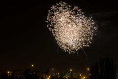 Fuego en el cielo (chuscordeiro) Tags: fuegos artificiales madrid espaa noche nocturna night fireworks explosion canon 1dxmarkii 70200 tiernogalvan veranosdelavilla color lineas fiesta party