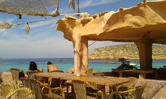 "Pausa caff (FE"") Tags: iibiza mare sole isola rete sedie tavoli umani ombra blu turchese schiena copertura nodo relax bar"
