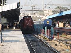 WDM 3A with Chandigarh - Lucknow Express. (WIN locomotives) Tags: station electric coach diesel delhi indian capital wheels platform tracks trains junction mumbai railways locomotives chandigarh lucknow kalka wdm irfca shatabdi