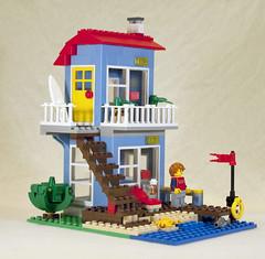 LEGO Seaside House - Vacation Apartment Mode (jessicagreen0202) Tags: house set seaside lego creator 7346