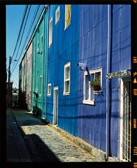 Valparaso (tsiklonaut) Tags: chile life street travel blue houses windows streets color colour green film architecture analog america doors fuji pacific pentax drum earth south slide dia scan experience fujifilm medium format positive analogue 6x7 provia e6 narrow 67 kami discover drumscan  pmt  400x   photomultipliertube tsiklonaut slx2001