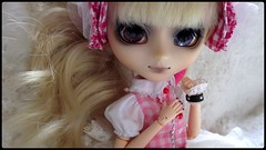 Naomi (miyavette) Tags: pink blue brown white girl hair japanese eyes women doll body style lolita blond wig pullip enlarge poupe sbh seila obitsu eyechips 25cm