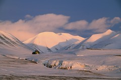 Svalbard (John A.Hemmingsen) Tags: sunset snow mountains landscape svalbard spitsbergen nikkor1685dx nikond7000