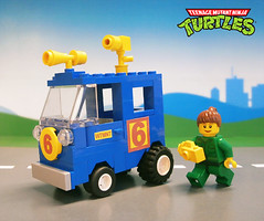 Turtles - April's Channel 6 Newsvan (LegoJalex) Tags: retro turtles april teenagemutantninjaturtles tmnt newsvan classictown