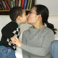 kissing mommy (LugerLA) Tags: lumix voigtlander gf2 colorskopar35mmf25