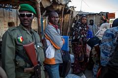 Longo caminho de volta para casa: o retorno de uma família a Timbuktu (AcnurLasAméricas) Tags: military westafrica mali idps returnees voluntaryrepatriation returningidps