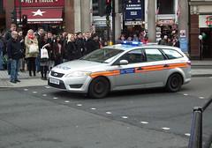 Met Police BMK (kenjonbro) Tags: uk england london ford westminster silver estate trafalgarsquare charingcross stationwagon sw1 mondeo metropolitanpolice bmk policedogs dogsection worldcars kenjonbro fujifilmfinepixhs10 bx58puo