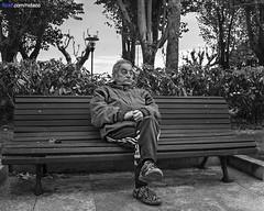 Pobra do Caramial - 13-04-2013 (DNS Fotografa) Tags: street trip travel light bw white black art de photography photo spain corua europe minolta photos sony banco dani konica alpha f28 ria hombre dt ssm maxxum a77 arousa robado 1650 pobra caramial nidazo