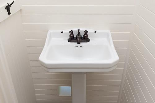 NE Clackamas Bath & Basement 002