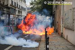 Manifestation pour l'abrogation de la loi Travail - 15.09.2016 - Paris - IMG_8081 (PM Cheung) Tags: loitravail paris frankreich proteste mobilisationénorme cgt sncf euro2016 demonstration manifestationpourlabrogationdelaloitravail blockaden 2016 demo mengcheungpo gewerkschaftsprotest tränengas confédérationgénéraledutravail arbeitsmarktreform lesboches nuitdebout antagonistischenblock pmcheung blockupy polizei crs facebookcompmcheungphotography polizeipräfektur krawalle ausschreitungen auseinandersetzungen compagniesrépublicainesdesécurité police landesweitegrosdemonstrationgegendiearbeitsmarktreform loitravail15092016 manif manifestation démosphère parisdebout soulevetoi labac bac françoishollande myriamelkhomri esplanadeinvalides manifestationnationaleàparis csgas manif15sept manif15 manif15septembre manifestationunitairecgt fo fsu solidaires unef unl fidl république abrogationdelaloitravail pertubetavillepourabrogerlaloitravaille