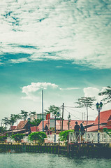 The tourists (Sài Gòn - 01665 374 974) Tags: snor ssfoto pentax 55 traval life photo photography travel tourist sky clouds street vintage july summer people river couple