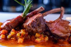 Lammkrone mit Ratatouillegemse (G_Bosch) Tags: ortler ratatouille sauce restaurant berge vinschgau gemse fleisch food sdtirol knochen lamm martelltal hauptspeise alpen sommer italien