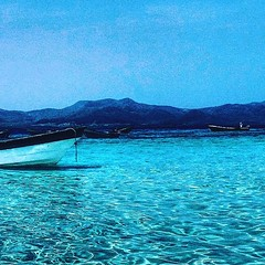 Blue water in RD. (akire XII) Tags: boats sea beach beaches mar ocean sand water montain blue sky paradise summer