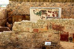 Ruinas casa de banhos (Vera Schuck Paim) Tags: ruinas romanas nfora antiga casa de banhos romano little cat roman bains afrescos old colunas sacada ferro trabalhado casas rua street