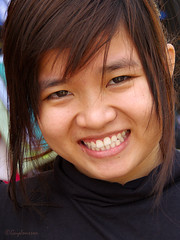 Girl in Hu (Jom Manilat) Tags: girl hu vietnam viet nam smile hue