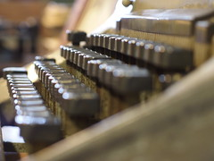 Old Mechanic Typewriter Schreibmaschine ศาลาธรรมสพน์ ทวีวัฒนา กรุงเทพมหานคร House of Museums Bangkok (hn.) Tags: old copyright house typewriter museum analog keys asian thailand key asia asien heiconeumeyer seasia soasien southeastasia dof mechanical bokeh alt bangkok depthoffield nostalgia thai predigital nostalgic taste siam mechanic th nostalgie 2012 schreibmaschine schärfentiefe copyrighted reminiscent lensblur oldtypewriter tasten tiefenschärfe unschärfe nostalgisch houseofmuseums houseofmuseum alteschreibmaschine tp201213 mechanictypewriter kameraunschä¤rfe