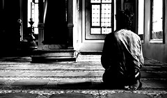 DSC_7916 (pcoling1) Tags: blanco luz turkey nikon negro mosque contraste mezquita istambul estambul rezar 18105mm tuquia d7000 vigilantphotographersunite vpu2