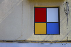 Greetings from Mondrian (NRG Photos) Tags: sun art window facade spain wiring shadows fenster kunst sonne figueres schatten spanien primarycolours fassade pietmondrian stromkabel primrfarben