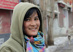 Ladakhi Girl (Aswin Anand) Tags: winter india ice girl smile canon river zanskar 1855mm kashmir leh ladakh chadar
