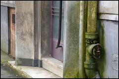 La Ville Parallle. Va-t-on se rveiller? (Jean-Luc Lopoldi) Tags: rouge porte ville murs immeuble mousse entre arras gouttire drainpipes annes50 vtuste vieillepeinture