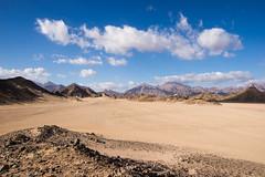 Unendliche Weiten (Devil_of_Tora) Tags: sky mountains nature clouds landscape sand desert sony natur egypt himmel wolken sigma berge alpha landschaft gypten sinai wste 17mm sigma1770 alpha500