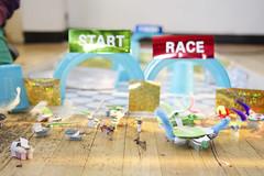Aan de start van de race (Waag | technology & society) Tags: amsterdam kids robots workshop waag electra technologie knutselen plakken nieuwsgierig maken knippen creatief techniek waagsociety fablab solderen bristlebots fabschool fabschoolkids
