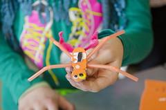 Bristlebot spinachtig (Waag | technology & society) Tags: amsterdam kids robots workshop waag electra technologie knutselen plakken nieuwsgierig maken knippen creatief techniek waagsociety fablab solderen bristlebots fabschool fabschoolkids