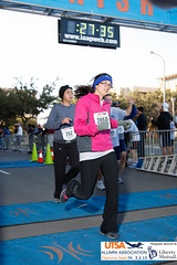 Finish-1018 (PhotoWolfe.com) Tags: liberty diploma dash alumni 5k association mutual utsa 2050 2013 libertymutual photowolfe