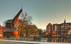 Lüneburg - am Stint mit altem Kran (Körnchen59) Tags: germany deutschland fuji stint elke lüneburg abenddämmerung niedersachsen pseudohdr kratzbürste holzkran