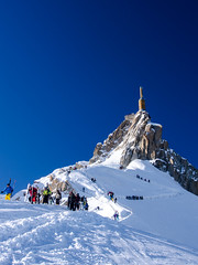 Aiguille du Midi (1yen) Tags: ski france alps europe skiing olympus chamonix omd frenchalps aiguilledumidi rhonealpes em5 tlphriquedelaiguilledumidi compagniedumontblanc needleofthesouth olympusomdem5