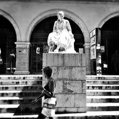 Acecho (hapePHOTOGRAPHIX) Tags: hapephotographix 724esp balearicislands balearischeinseln espaa europa europe islasbaleares mallorca palmademallorca mercatdelolivar spain spanien blackandwhite blancoynegro schwarzweiss monochrome iphoneography hipstamatic hipstachrome smithlens aristotlefilm blackwhite schwarzweis 999sld street