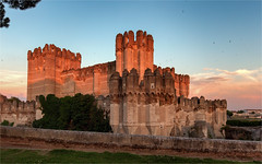 Goca / Spain 2016 (zilverbat.) Tags: spanje extremadura castle sunset summer sunlight zilverbat architecture image coca travel visit kasteel tripadvisor classic unesco heritage goldenlight zwaluwen zwaluws goldenhour moors swallows