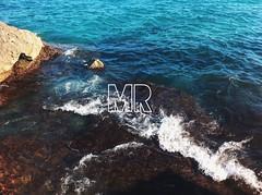 14/07/2016 (marinarad) Tags: rocks green rock blue sun day mr marinarad mywork canon mobile iphone beauty simple verano summer sea beach playa espaa spain benidorm