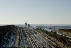 Estados de nimo (xirmi) Tags: zumaia sakoneta flysch euskadi rocas geologa paisaje landscape pareja people seaescape basquecoast cantabrico basquecountry gipuzkoa