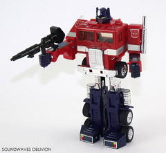 g1optimusprime24 (SoundwavesOblivion.com) Tags: autobot battle commander convoy cybertron diaclone hasbro leader optimus prime takara transformers     kenworth k100