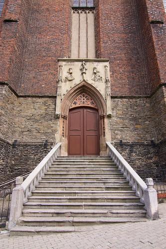 Ostrołukowy portal z XIV w. kościoła św. Jana Ewangelisty w Paczkowie
