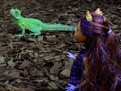 Brave (Suteki_Neko) Tags: zoo doll dragon iguana brave tropichall monsterhigh clawdeenwolf