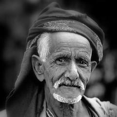 Yemen: vieil homme dans le souk de Sanaa. (Claude Gourlay) Tags: portrait portraits asia arabia yemen asie arabian sanaa yemeni yaman arabie moyenorient jemen arabiafelix arabieheureuse ﺍﻟﺠﻤﻬﻮﺭﯾّﺔ اليمنية iémen اليَمَن alyaman claudegourlay arabiafélix républiqueduyemen