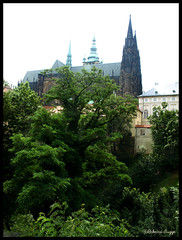 St Vitus cathedral (DameBoudicca) Tags: castle church prague cathedral dom catedral iglesia kirche prag praha praga tschechien praskhrad chiesa cathdrale czechrepublic castello glise chteau castillo hrad stvituscathedral burg rpubliquetchque kyrka hradany kostel cattedrale praguecastle czechia katedrla repblicacheca katedral chequia repubblicaceca pragerburg esko eskrepublika tjeckien cattedraledisanvito castillodepraga tchquie catedraldesanvito cechia veitsdom katedrlasvathovta cathdralesaintguy pragborgen castellodipraga stvituskatedralen chteaudeprague katedrlasvathovtavclavaavojtcha