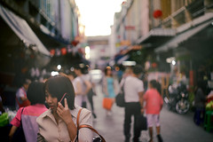 Let's call it a day (Fa.bian) Tags: street people mobile bag walking thailand phone bokeh bangkok busy thai m42 manual nut siam soi klong phra sukhumvit toey 771 อ่อนนุช helios44m58mmf2 khanong canoneos5dmarkii thailand13