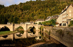 ESTAING STONE BRIDGE (FRANCE, MIDI PYRENEES, AVEYRON, ESTAING VILLAGE) (KAROLOS TRIVIZAS) Tags: bridge trees houses france water river cafe village hill arches riverbank slope aveyron stonebridge massifcentral midipyrenees estaing digitalcameraclub blinkagain