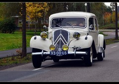 Wedding car (Roberto Braam) Tags: old autumn wedding white classic car vintage french nikon europa europe traction citron voiture vehicle oldtimer groningen avant spotting vehikel 11b niebert d5100 robertobraam 9300us