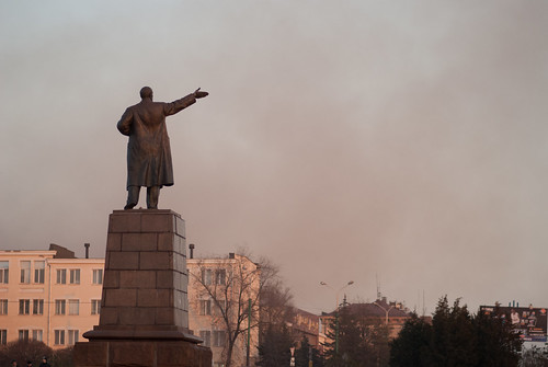 Lenin shows the polluted Mariupol
