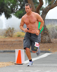 Triathlete 528 (Chris Hunkeler) Tags: shirtless man male rock big boardshorts athlete runner triathlon bigrock triathlete 528