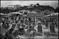 Tropea, Italy (OQ62) Tags: contax g2 kodak tmax 100 tropea italia italy calabria mare lido blackandwhite contaxg2 kodaktmax100 film analog beach epsonv700