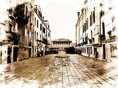 Venecia, Venice Streets 009 (www.ignaciolinares.com) Tags: venecia venice venezia gondola canales sanmarcos feniche campanile ilduomo eldoge vaporetto veneto italia
