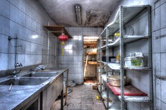 La touche chinoise (urban requiem) Tags: cuisine kuche kitchen küche lampion rouge chinois lampionchinois lampionrouge urbex urban exploration abandonné abandoned verlaten verlassen lost old decay derelict hdr 600d 816 sigma belgique belgie belgium cité empereur citédelempereur lempereur resto restaurant restaurantchinois